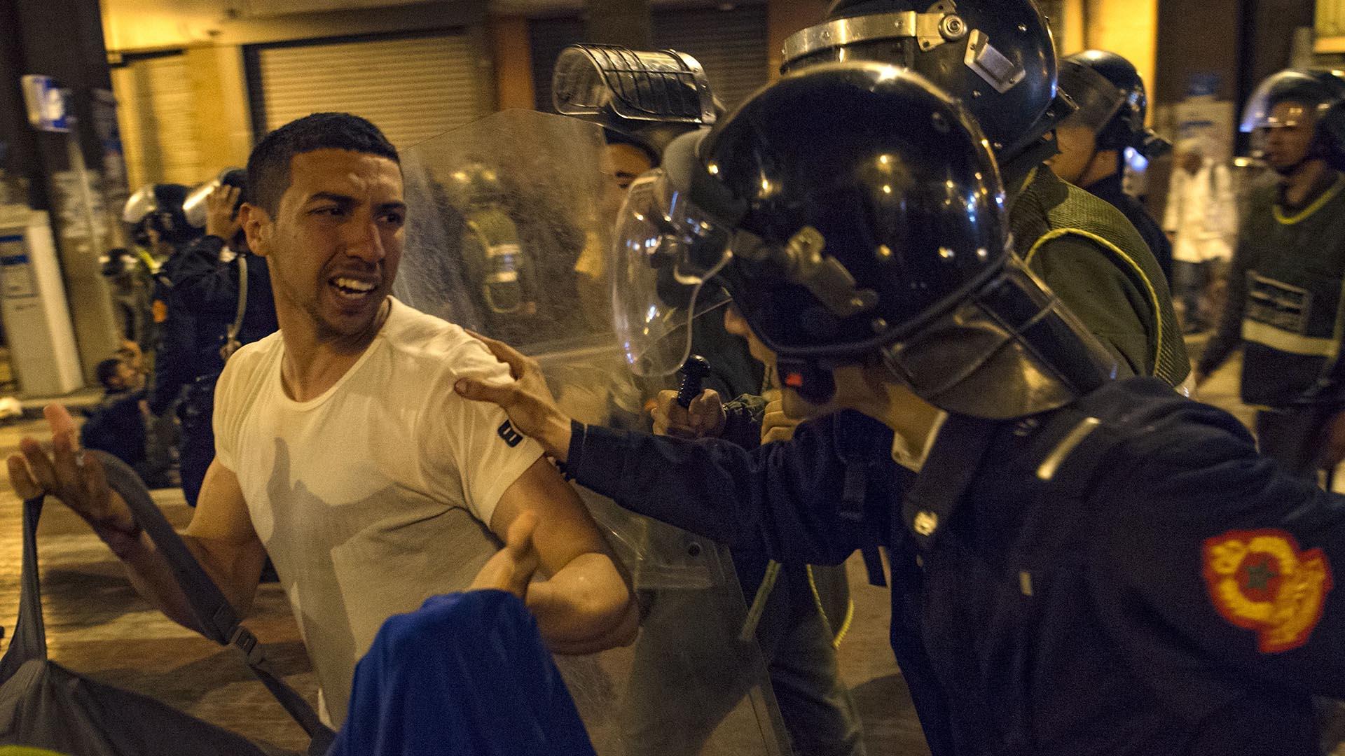المغرب .. القوة ضد مطالب المدرسين