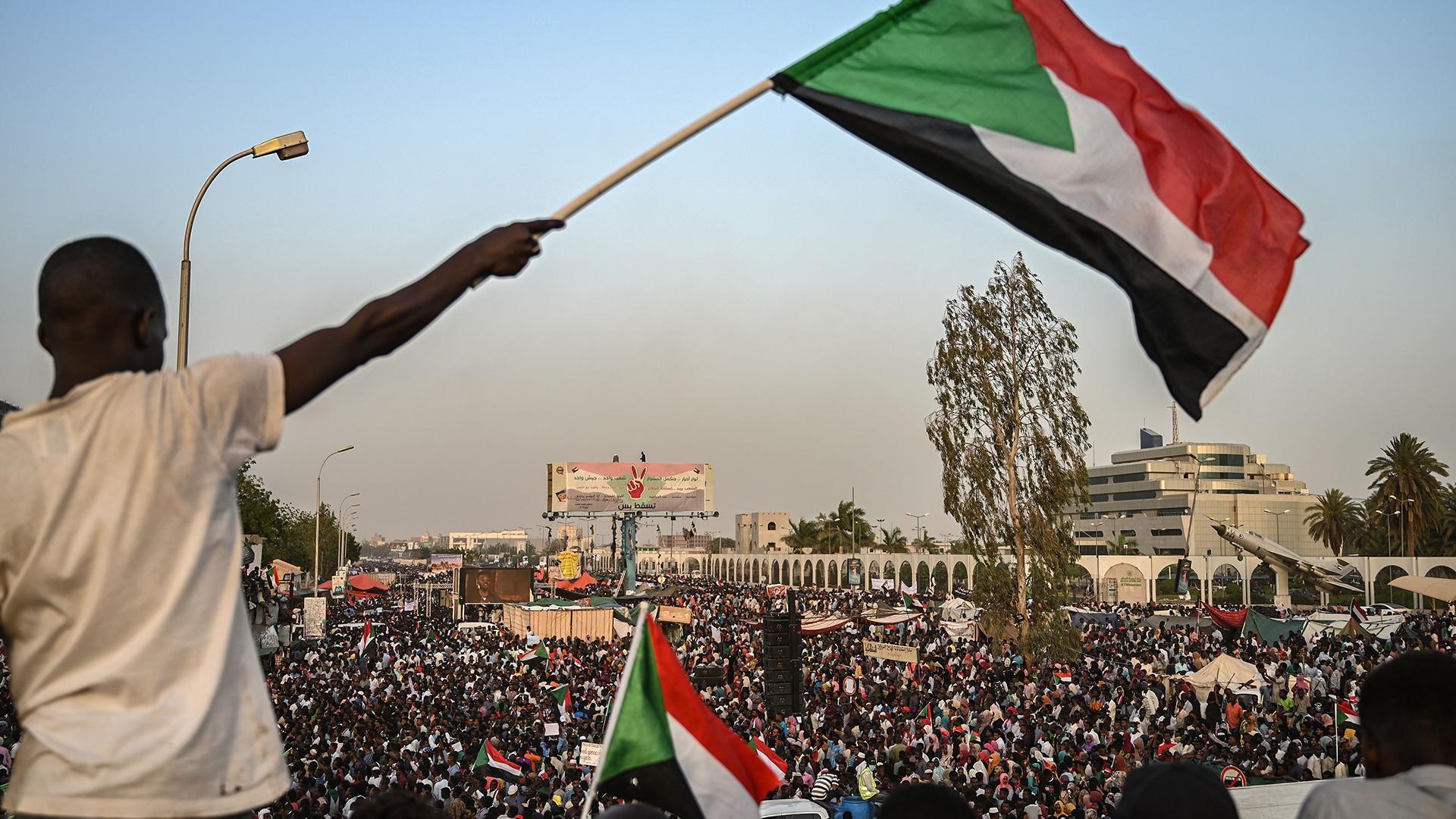السودان-..-مطالب-بحكومة-مدنية-