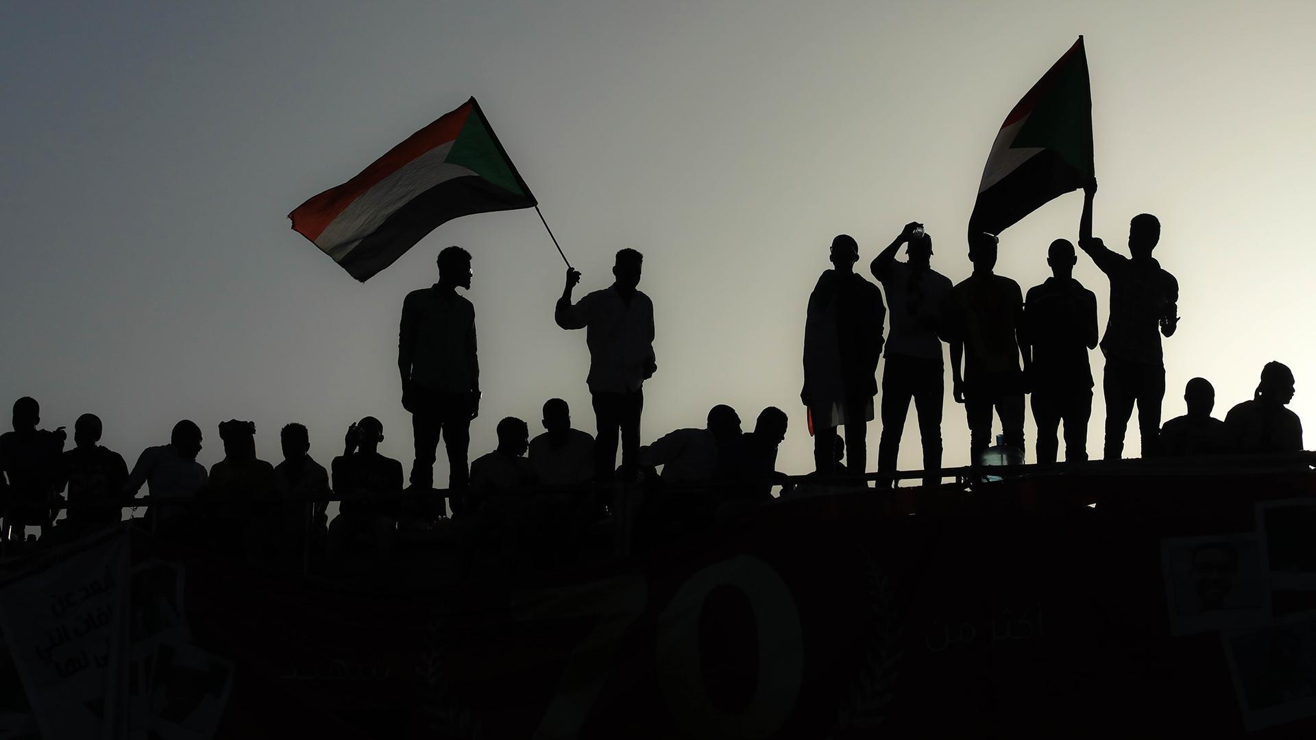 مواقف دول الخليج من الوضع الليبي واحتاجاجات السودان والجزائر