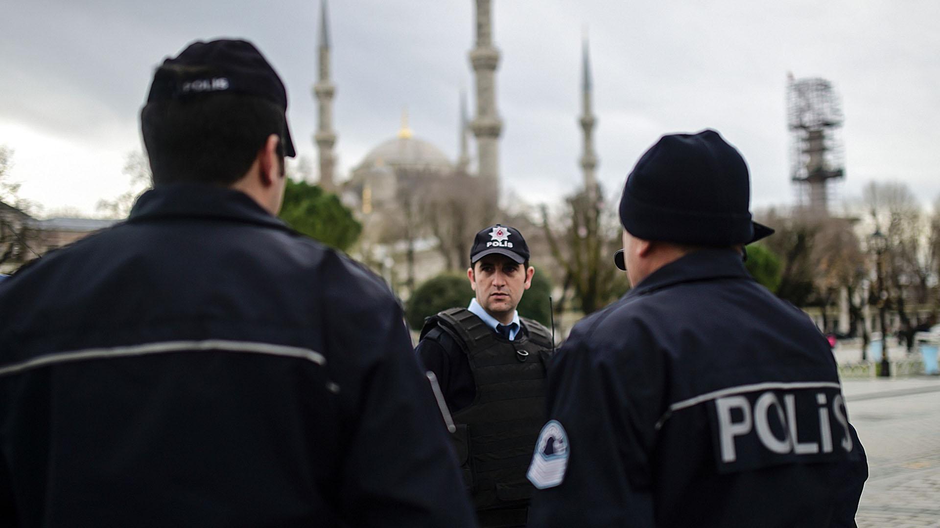 اسطنبول .. ترحيل سوريين