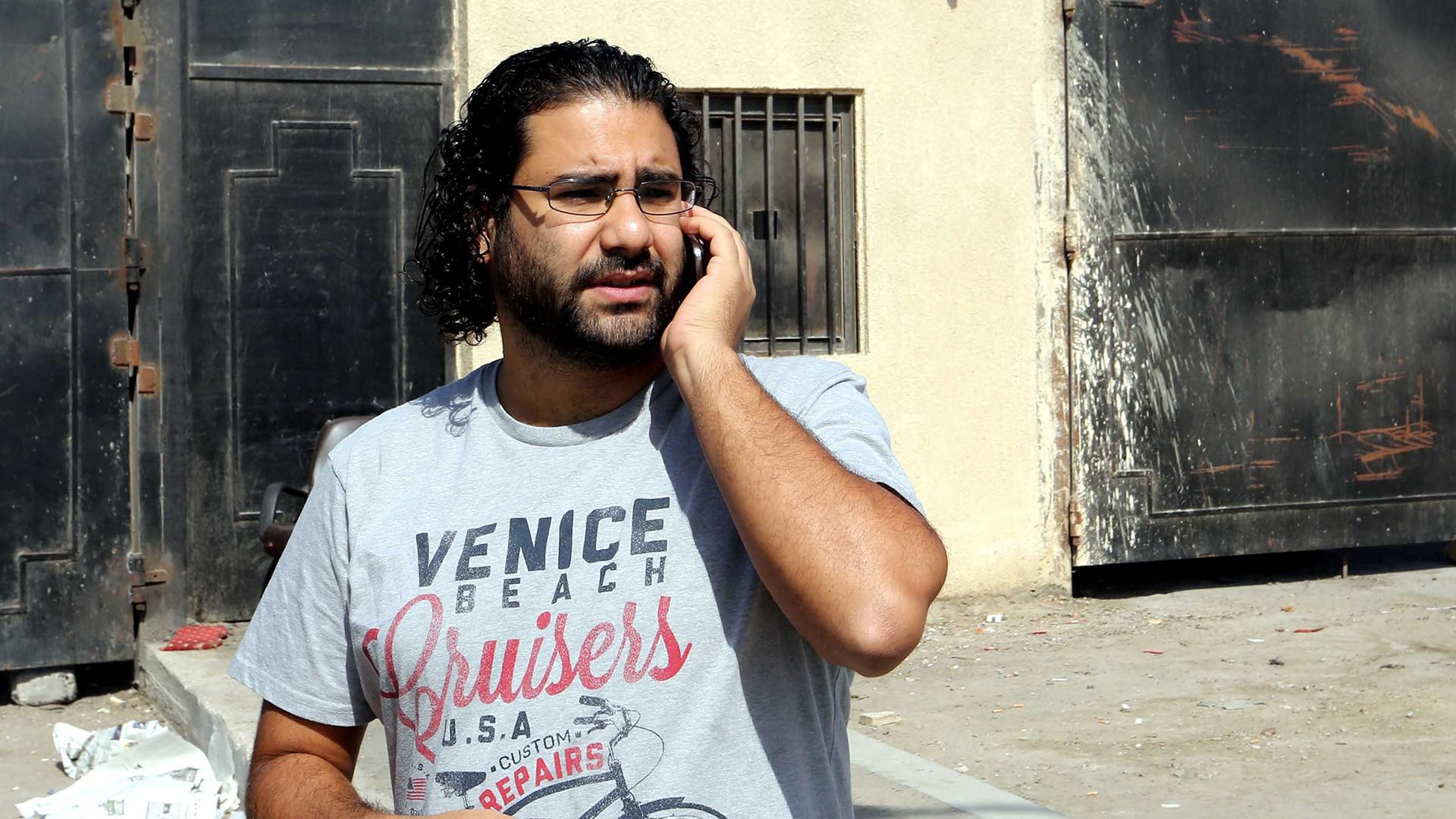أسرة علاء عبد الفتاح ترفع شكوى لمصلحة السجون