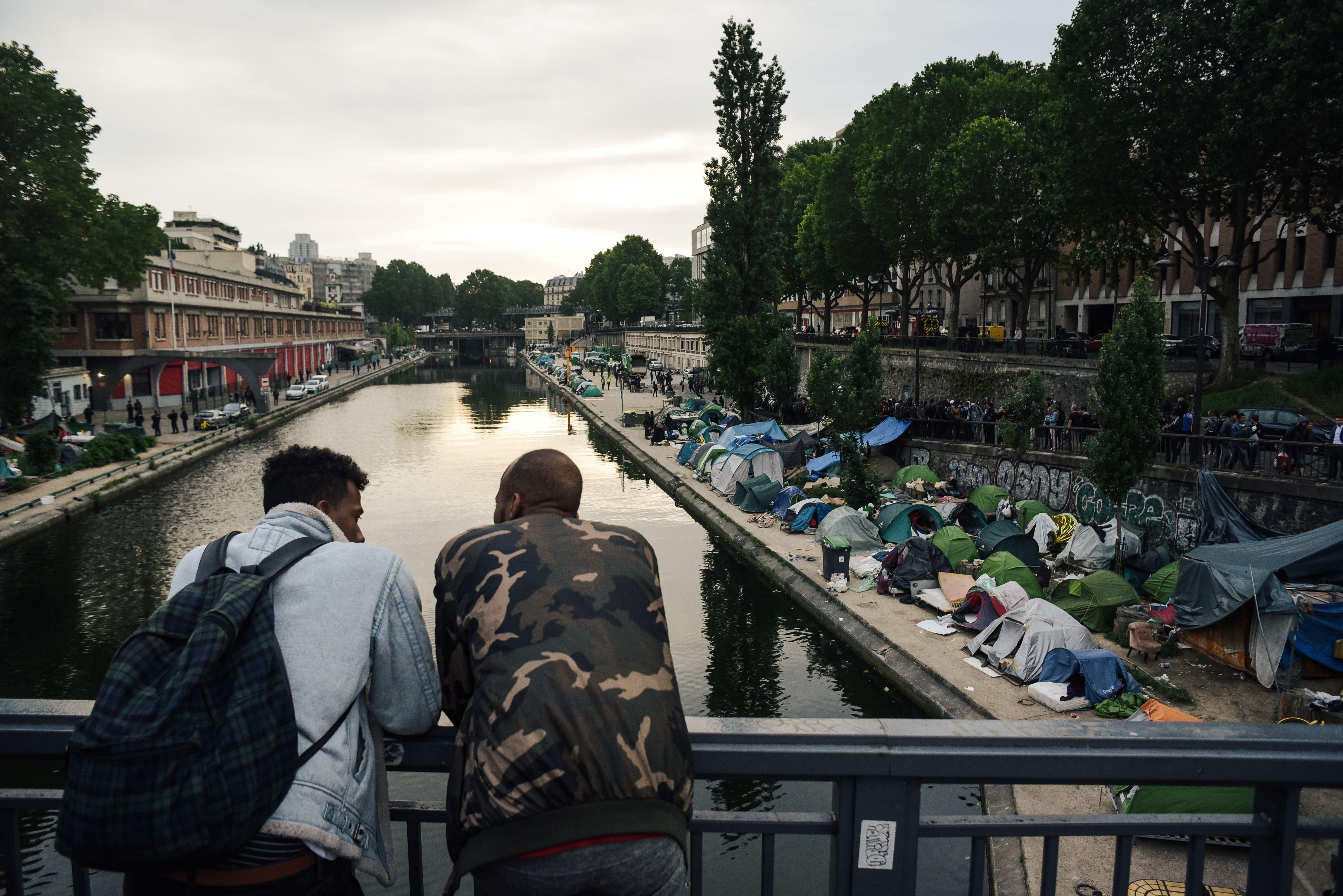 العالم السفلي لباريس .. شبكات تزوير وثائق الإقامة وتعثرات أحلام اللاجئين